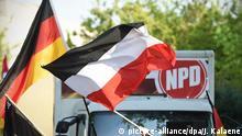 Berlin NPD Demonstration Fahne Flagge Symbolbild