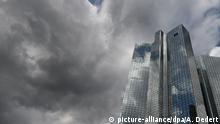 Symbolbild Dunkle Wolken über der Deutschen Bank