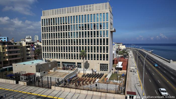 Vorbereitungen zur Wiedereröffnung der US-Botschaft auf Kuba (picture-alliance/dpa/A. Ernesto)