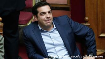 (...) Όταν αρχίσουν και γίνονται αισθητές οι φορολογικές αυξήσεις, οι προσαρμογές στις συντάξεις και όλες οι μεταρρυθμίσεις, τότε εν μέρει οι Έλληνες θα του γυρίσουν απογοητευμένοι την πλάτη