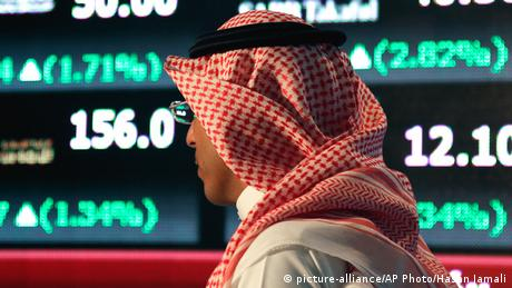 Symbolbild Saudi Arabien Finanzmarkt Finanzen Wirtschaft Tadawul Stock Exchange Riad (picture-alliance/AP Photo/Hasan Jamali)