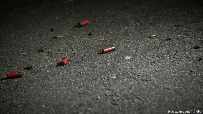 Foto mostra cápsulas de balas espalhadas pela rua em São Paulo