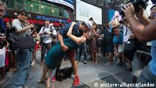 Kuss Szene New York 1945 Alfred Eisenstaed V-J Day 2015