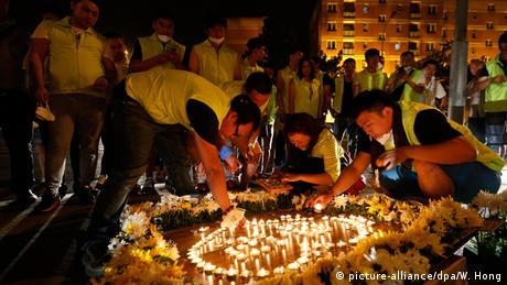 China Gebete für die Opfer der Katastrophe Tianjin