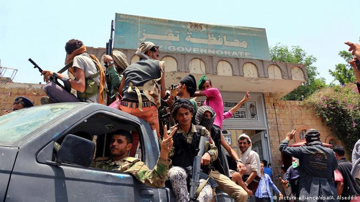 Jemen Kämpfe bei Taiz (picture-alliance/dpa/A. Alseddik)
