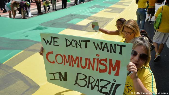 Nove cartazes curiosos dos protestos