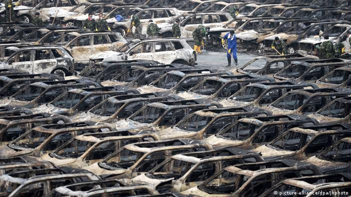 China Autowracks nach Explosion in Tianjin