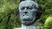 Im Park am Festspielhaus in Bayreuth im Freistaat Bayern steht die Richard - Wagner - Bueste des Kuenstlers Arno Breker, aufgenommen am 31.05.2014. Foto: Rainer Oettel