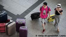 Thailand Anschlag in Bangkok Sicherheit Reisende am Flughafen Hong Kong