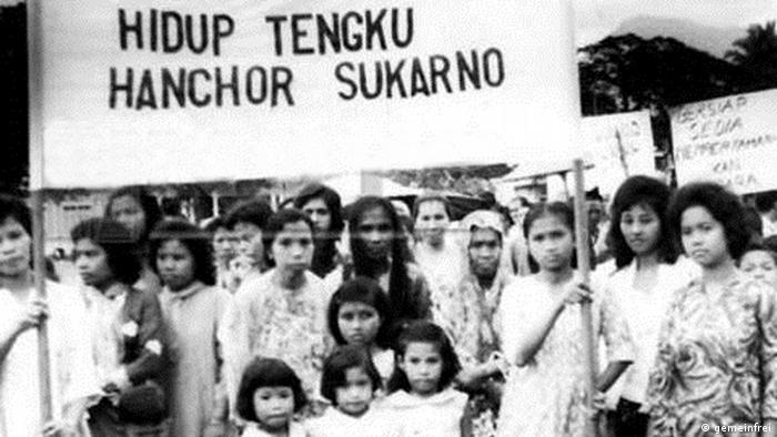 Indonesien Konfrontation Malaysien Gruppe Frauen Banner Ausschnitt