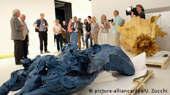 Erste Vorbesichtigung der Grimmwelt Kassel Colored Roots Ai Weiwei