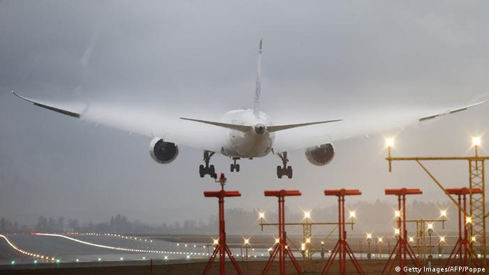 Commercial airplane landing on a runway. (Photo: POPPE, CORNELIUS/AFP/Getty Images)