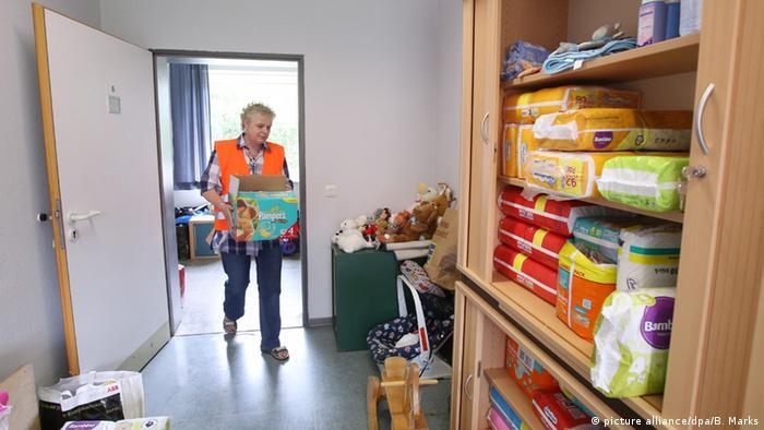 Центр приема беженцев в бывшей казарме на севере Германии