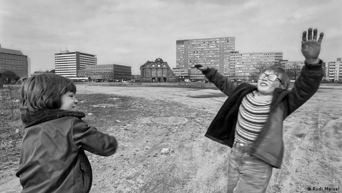 Ausstellung Rudi Meisel Landsleute C/O Berlin EINSCHRÄNKUNG