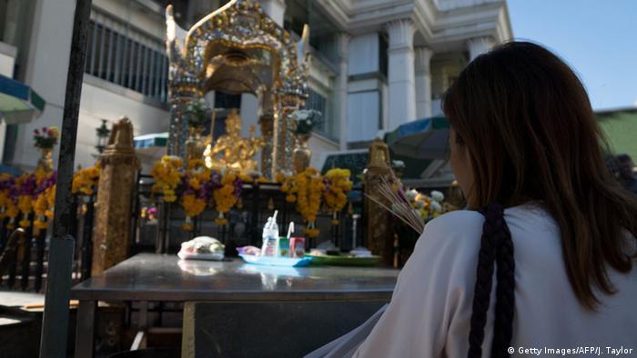 Thailand Erawan-Schrein nach Bombenanschlag in Bangkok wieder geöffnet