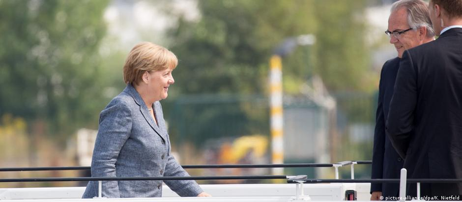Chanceler federal alemã, Angela Merkel, enquanto embarcava em Berlim rumo ao Brasil
