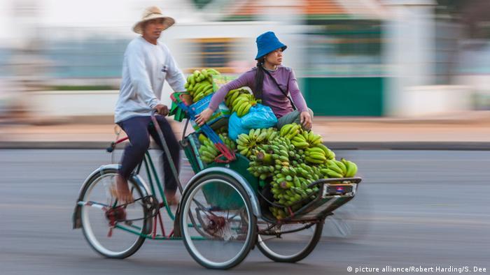 Kambodscha Tschukudu Rikscha (picture alliance/Robert Harding/S. Dee)
