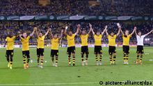 15.8.2015 *** Fußball 1. Bundesliga 1. Spieltag Borussia Dortmund - Borussia Mönchengladbach am 15.08.2015 im Signal Iduna Park in Dortmund Die Dortmunder Spieler freuen sich über den Sieg Foto: Revierfoto