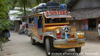 Christmas Jeepney.Philippines Pilgrims Killed In Christmas Mass Car Crash