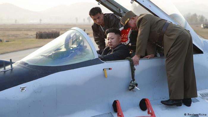 Nordkorea Kim Yong Un in Flugzeug (Reuters/Kcna)