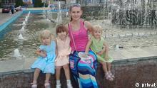 Natalia Gontar mit ihren Kindern: Sie sind Einwohner der Stadt Slowjansk, deren Haus im Zuge der Kämpfe im Sommer 2014 zerstört wurde; Copyright: privat