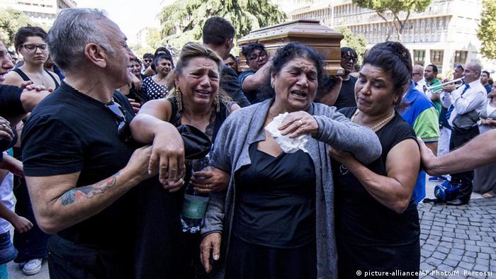 Mourners at Mafia funeral (Massimo Percossi/ANSA via AP)