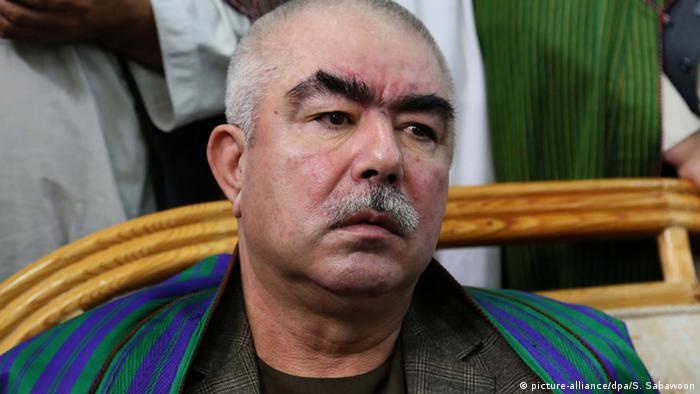 Portät Abdul Rashid Dostum (Foto: picture-alliance/dpa/S. Sabawoon)