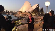 Australien, Sarah Willis vor der Oper in Sydney