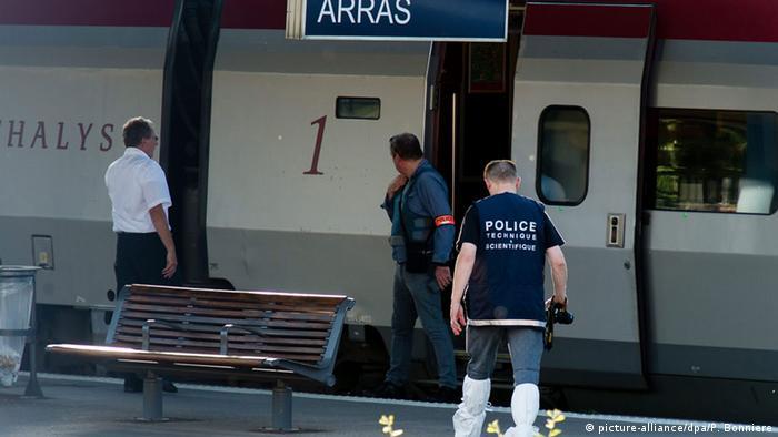 Полицейский в Аррасе возле поезда Thalys, в котором произошла стрельба