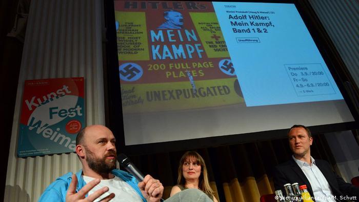 Режиссер Даниэль Ветцель (Daniel Wetzel) из группы Римини Протокол на презентации проекта в Веймаре