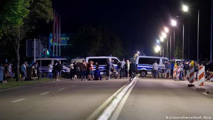 Policija je napravila sigurnosnu zonu oko objekta za smještaj izbjeglica