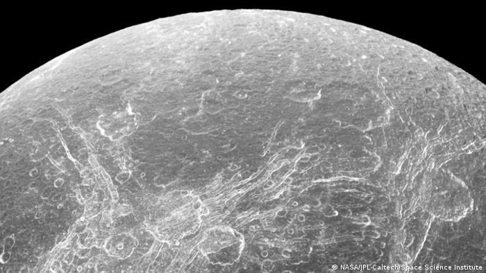 NASA Saturn Mond Dione