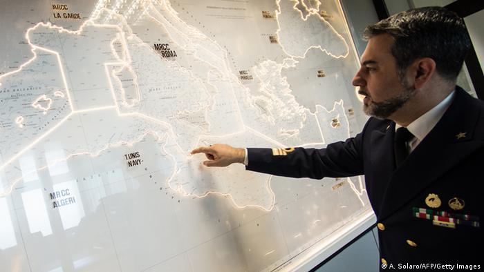 Symbolbild Küstenwache Italien Lagezentrum Archiv