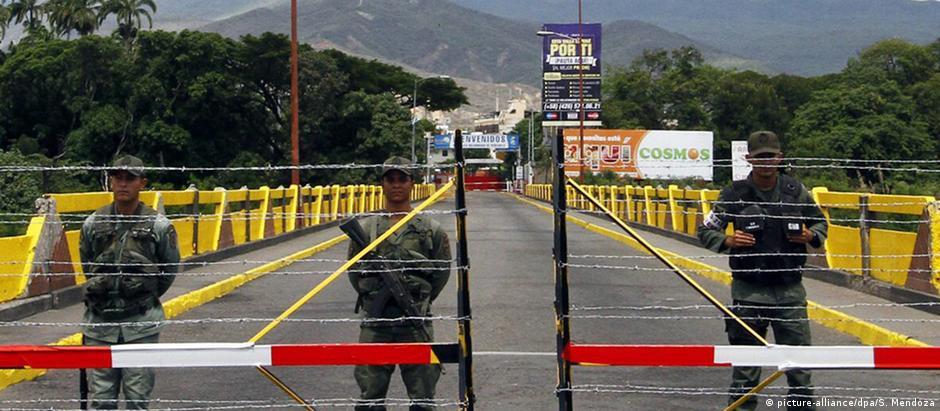 Venezuela fechou as fronteira com a Colômbia por 72 horas