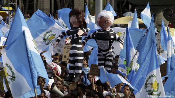 Decenas de miles de ciudadanos reunidos en la Plaza de Constitución guatemalteca para pedir y conseguir la renuncia y detención de la vicepresidente, Roxana Baldetti, y del presidente Otto Pérez Molina.