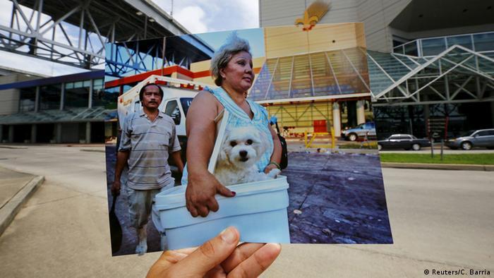 Auf dem Bild im Bild: Eine Frau trägt einen kleinen weißen Hund in einer Eisbox auf dem Weg zu einer Sammelstelle für von Katrina Betroffenen. Hinter ihr ein Mann und ein Notarztwagen. (Foto: REUTERS/Carlos Barria)