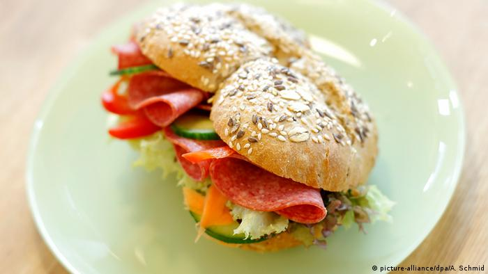 Salami sandwich, Copyright: picture-alliance/dpa/A. Schmid