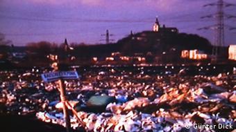 Offene Müllkippe der kommunalen Müllentsorgung im Rhein Sieg-Kreis 1985 Ausschnitt aus einem Video der Interessengemeinschaft Müll in Sankt Augustin (Bild: Günter Dick).