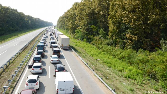 Grenzübergang Bajakovo Stau Straße Autobahn (Dinko Gruhonjic)