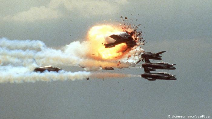 Planes collide at the Ramstein air show (picture-alliance/dpa/Füger)
