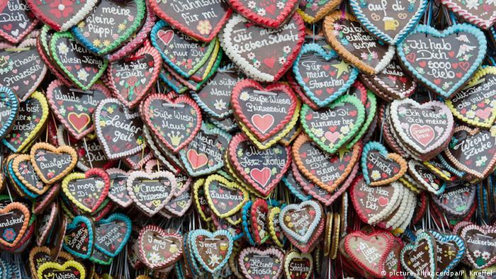 По надписям на сердечках можно изучать немецкий язык и некоторые диалекты