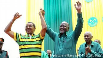 Rais wa Tanzania Jakaya Kikwete na mgombea wa urais wa CCM, John Magufuli
