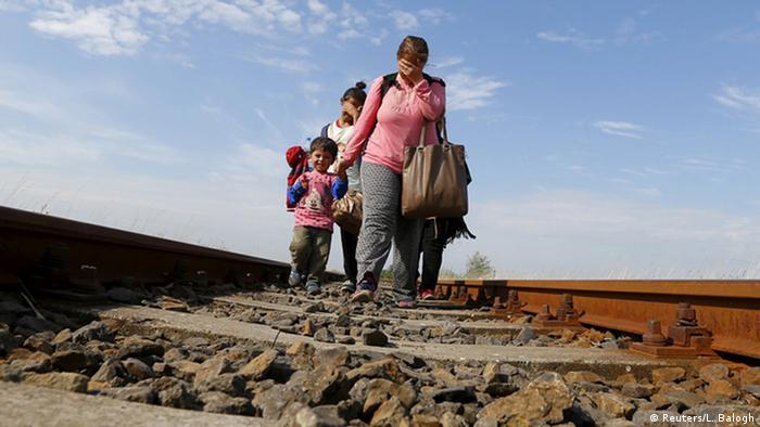 Serbien Ungarn Flüchtlinge am Grenzübergang bei Roszke