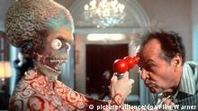 Bildergalerie Tim Burton Filmszene Mars Attacks Außerirdische Jack Nicholson