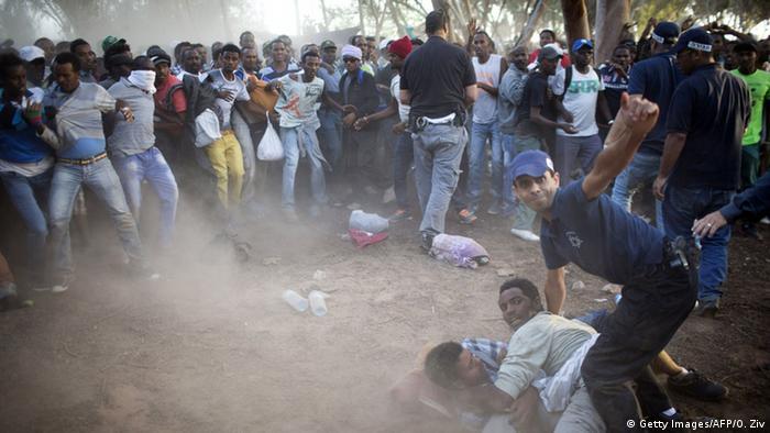 Israel Fluchtlinge in Holot Haftanstalt