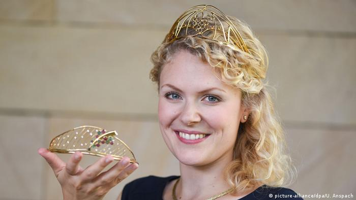 2014 German Wine Queen Janina Huhn Copyright: picture-alliance/dpa/U. Anspach