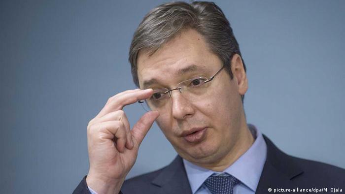 Premierul sârb Alexander Vucic controlează presa