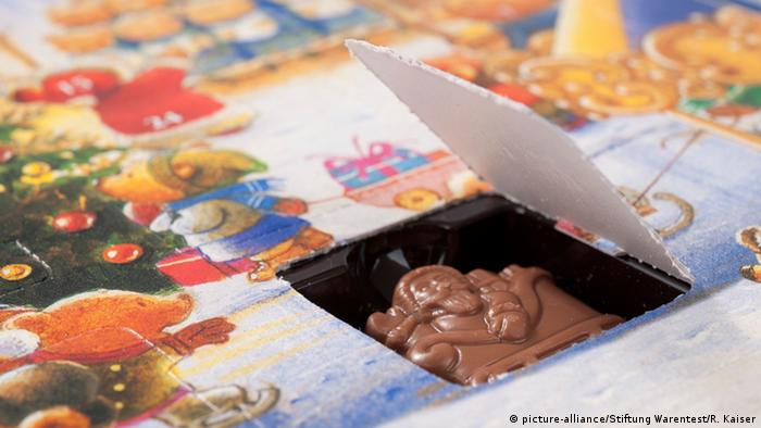 Advent calendar with chocolate (picture-alliance/Stiftung Warentest/R. Kaiser)