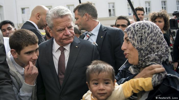 Preşedintele Germaniei, Joachim Gauck, în vizită la un cămin de refugiaţi