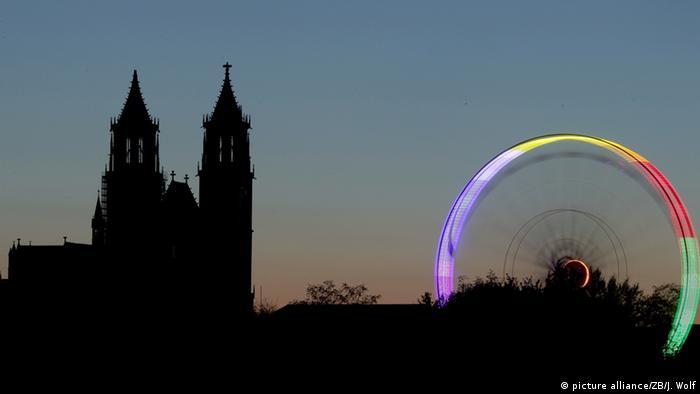 Силуэт Магдебургского собора на фоне ночного неба